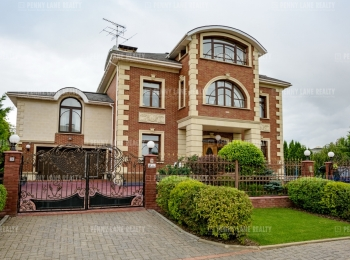 Продается дом за 298 348 500 руб.
